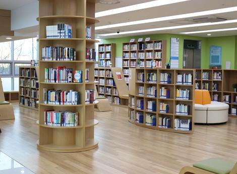 도서관 로비 사진